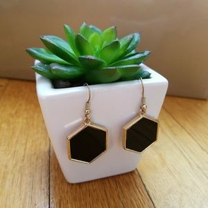 Jewelry - Geometric black and gold hanging earrings